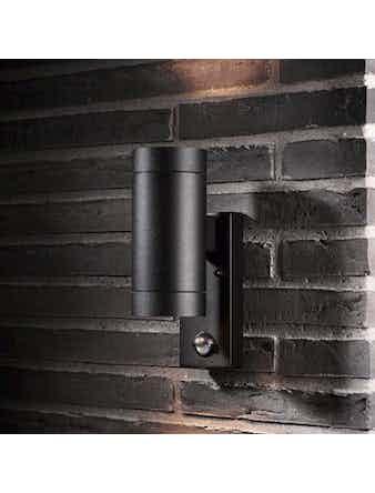 Vägglampa Tin Maxi Svart Dubbel M Sensor