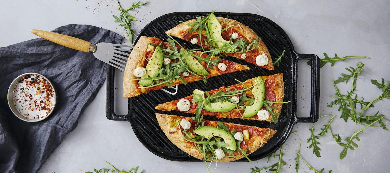 Salamipizza grillissä