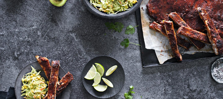 Meksikolaiset ribsit ja avokado-coleslaw