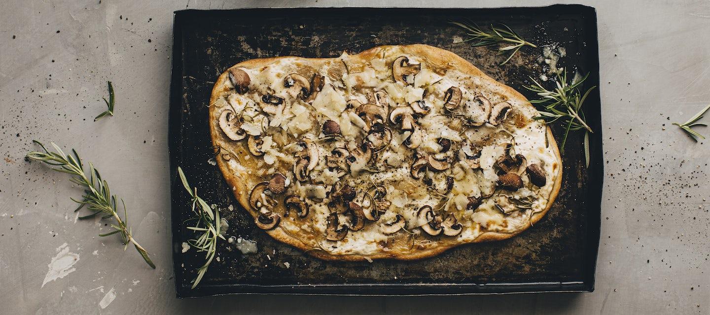 Sieni-parmesaaniflammkuchen