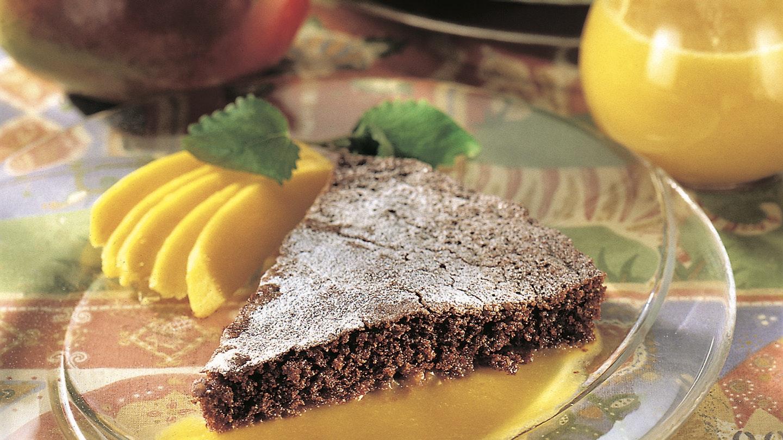 Mehevä suklaatorttu ja mangokastike