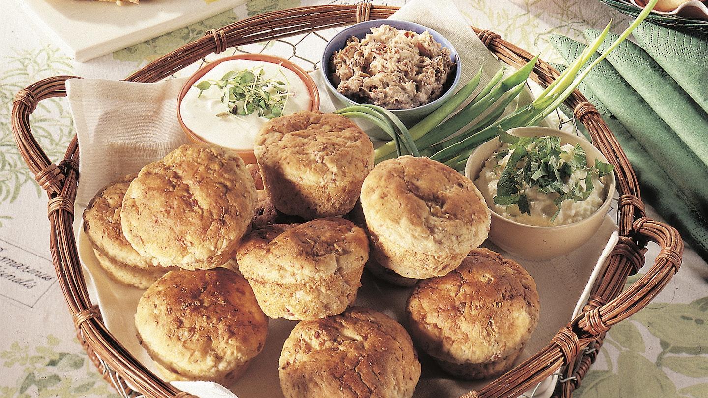 Sipuli-pekonimuffinit