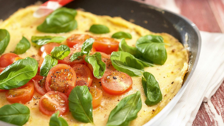 Tomaatti-basilikamunakas