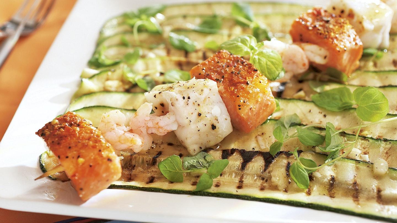 Kalavartaat ja kesäkurpitsasalaatti