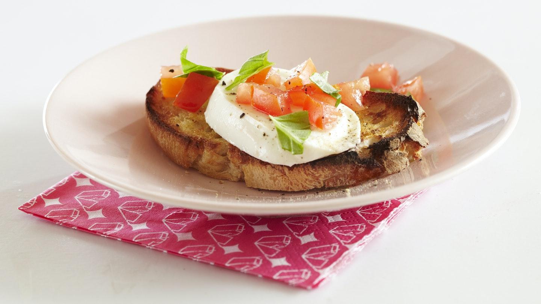 Tomaatti-mozzarellabruschetat