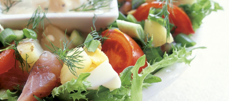 Matjessillisalaatti ja omenakastike