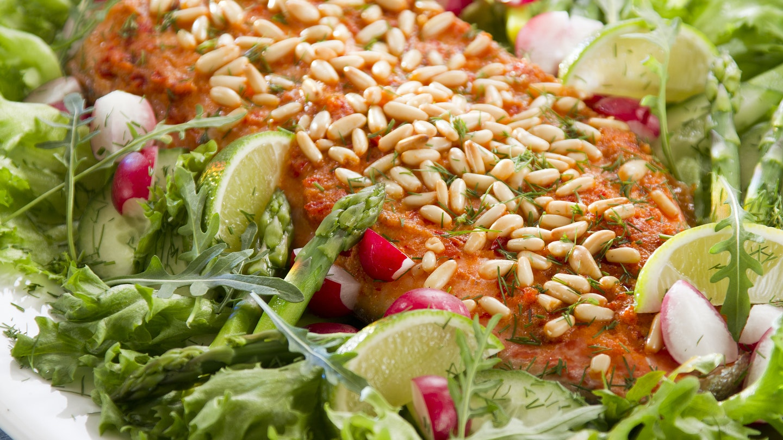 Välimeren kirjolohi ja parsasalaatti