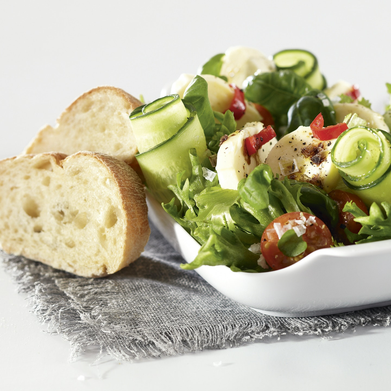 Chili-mozzarellasalaatti