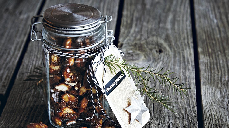 Karamellikuorrutteiset mantelit ja cashewpähkinät