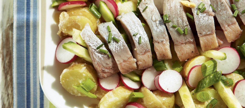 Silli-perunasalaatti ja piparjuurivinegrette