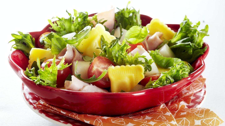 Kinkku-tuorepastasalaatti