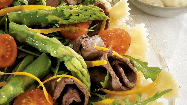 Pitopöydän paahtopaistisalaatti