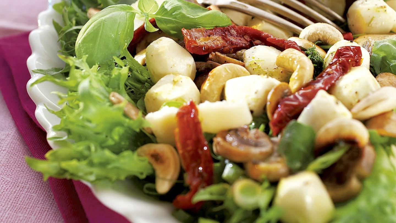 Mozzarella-vihannessalaatti