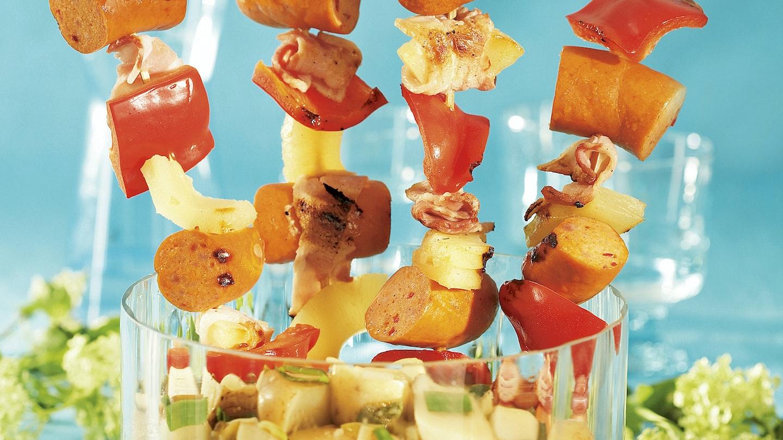 Kabanossivartaat ja perunasalaatti