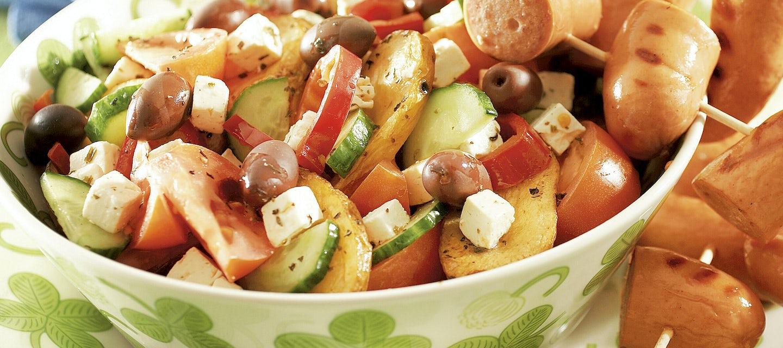 Välimeren perunasalaatti ja grillimakkarat