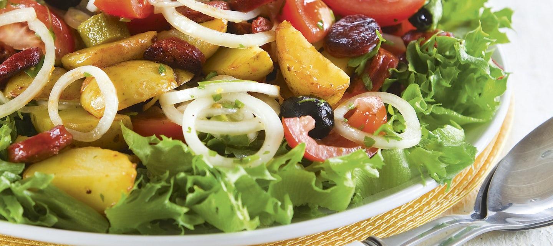 Espanjalainen makkara-perunasalaatti