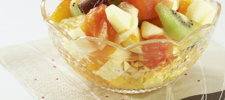 Tähtianiksen makuinen hedelmäsalaatti