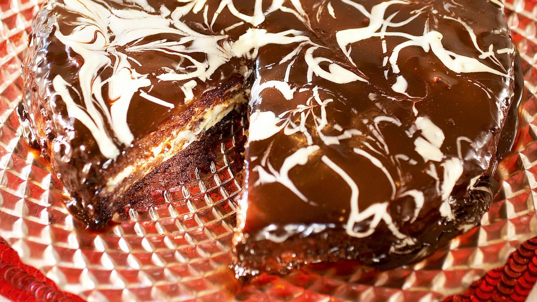 Marmoroitu suklaa-appelsiinikakku