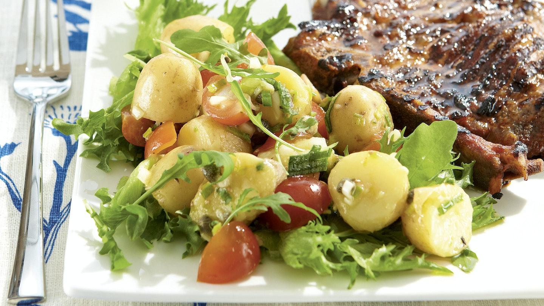 Italialainen perunasalaatti ja grillikyljykset