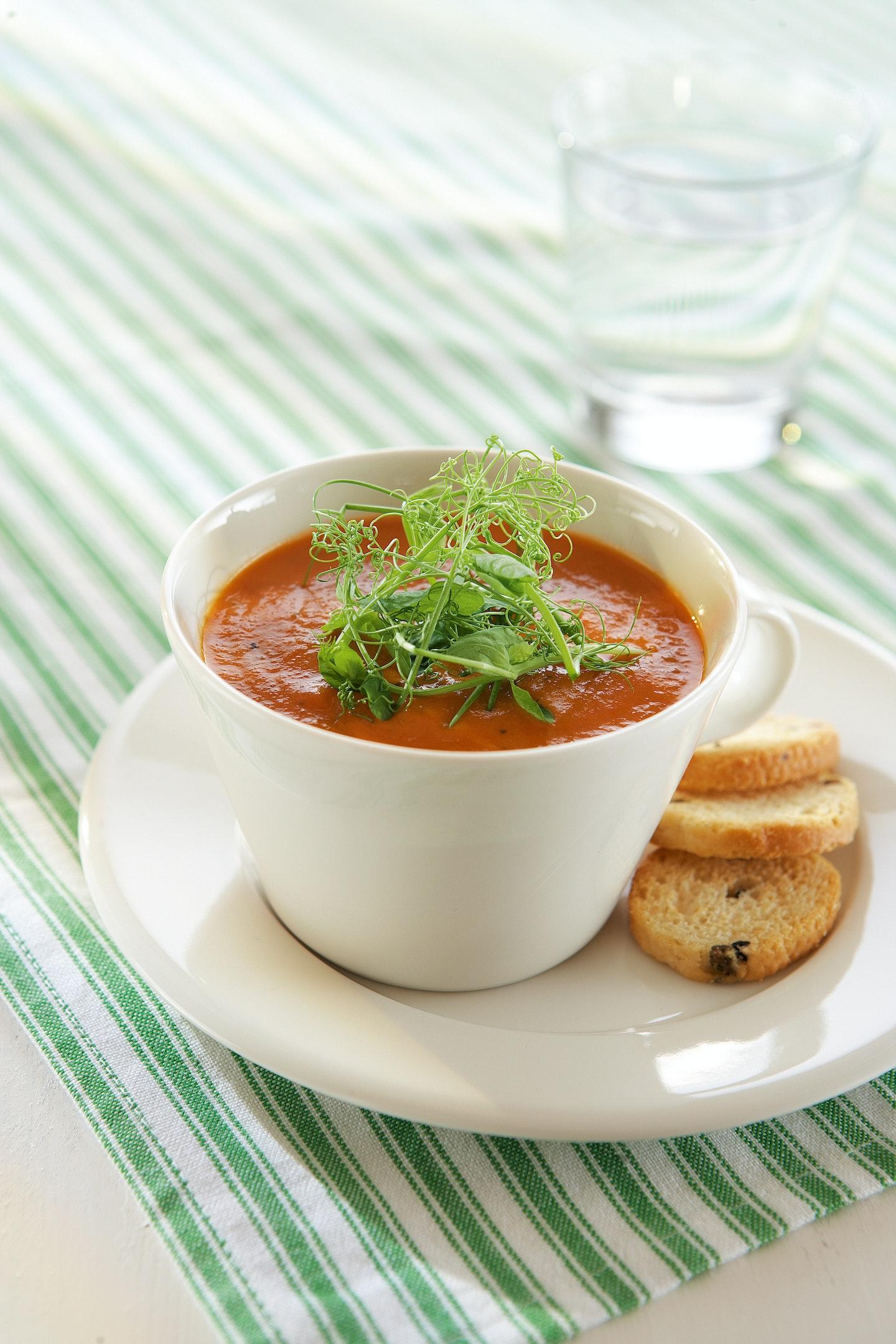 Helppo porkkana-tomaattikeitto