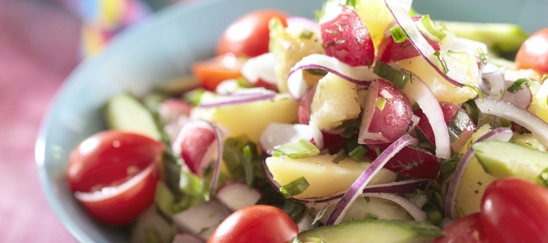 Värikäs perunasalaatti