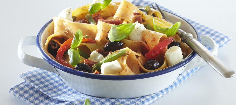 Salami-mozzarellapasta