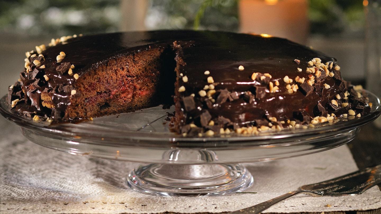 Mehevä suklaa-kinuskikakku