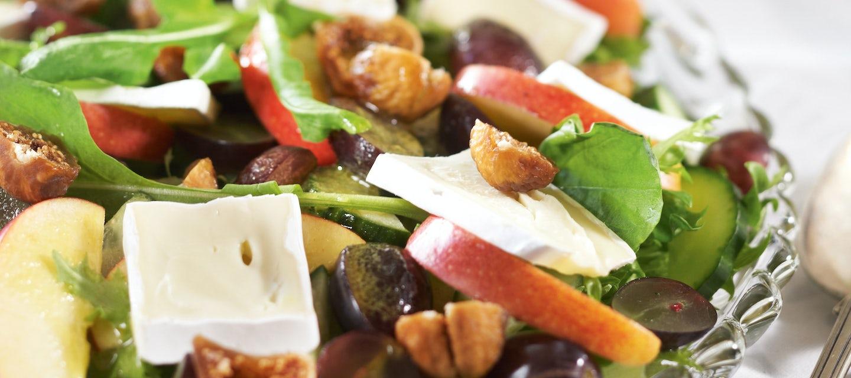 Hedelmäinen viikuna-juustosalaatti