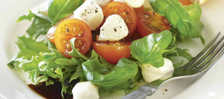 Tomaatti-mozzarella alkupalat