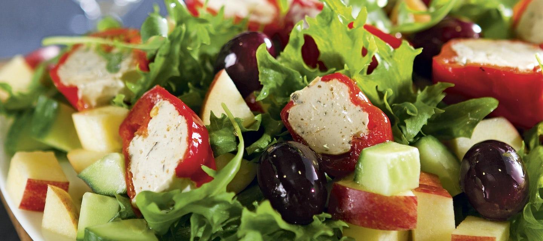 Salaatti täytetyistä paprikoista
