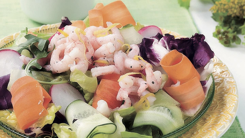 Katkarapusalaatti ja avokadokastike