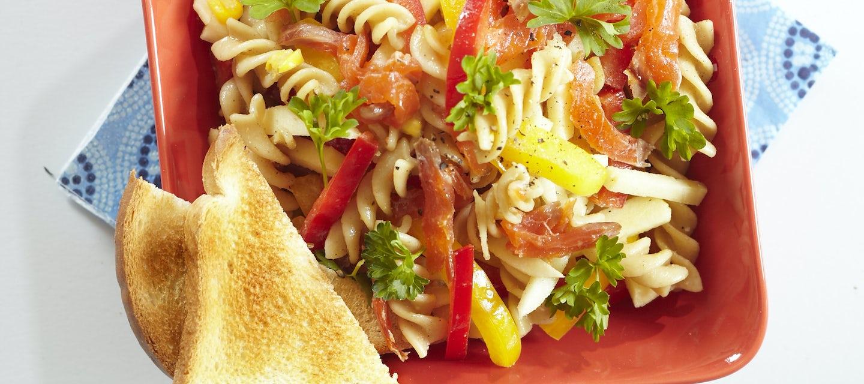 Kylmäsavulohi-pastasalaatti