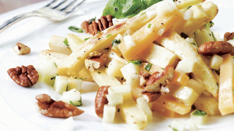 Paahdettu palsternakka-juustosalaatti