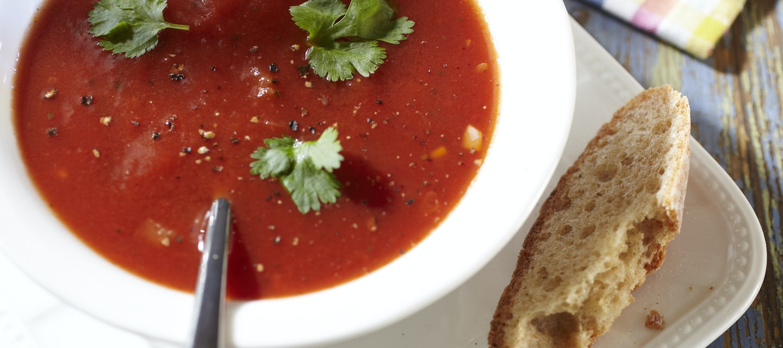 Tomaattikeitto ja kurkkuhöystö