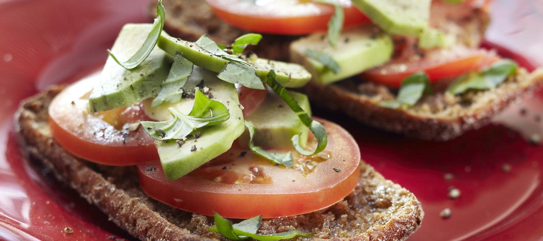 Avokado-tomaattileivät