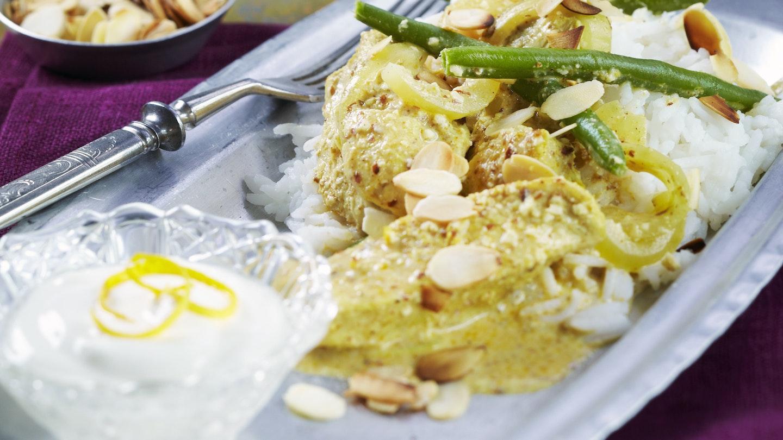 Intialainen broileri mantelikastikkeessa