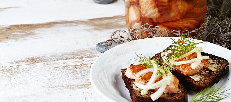Neitolohi eli norjalainen lohi mausteliemessä