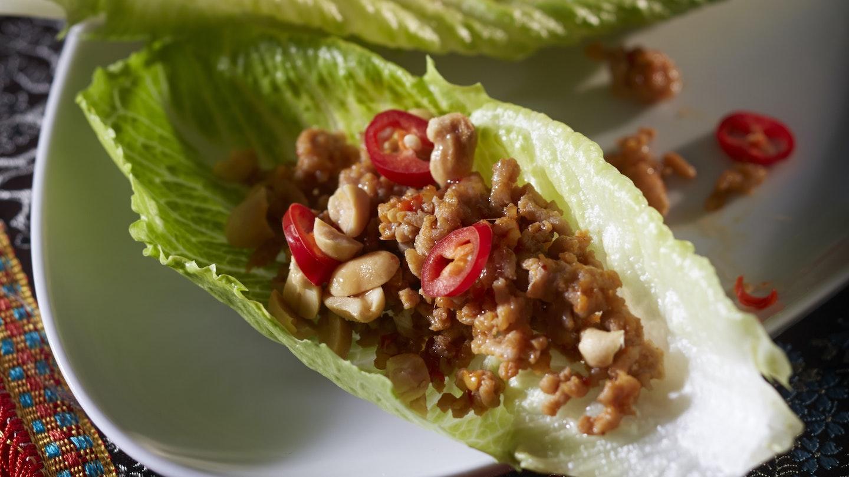 Broileri-maapähkinäsalaatti vietnamilaisittain