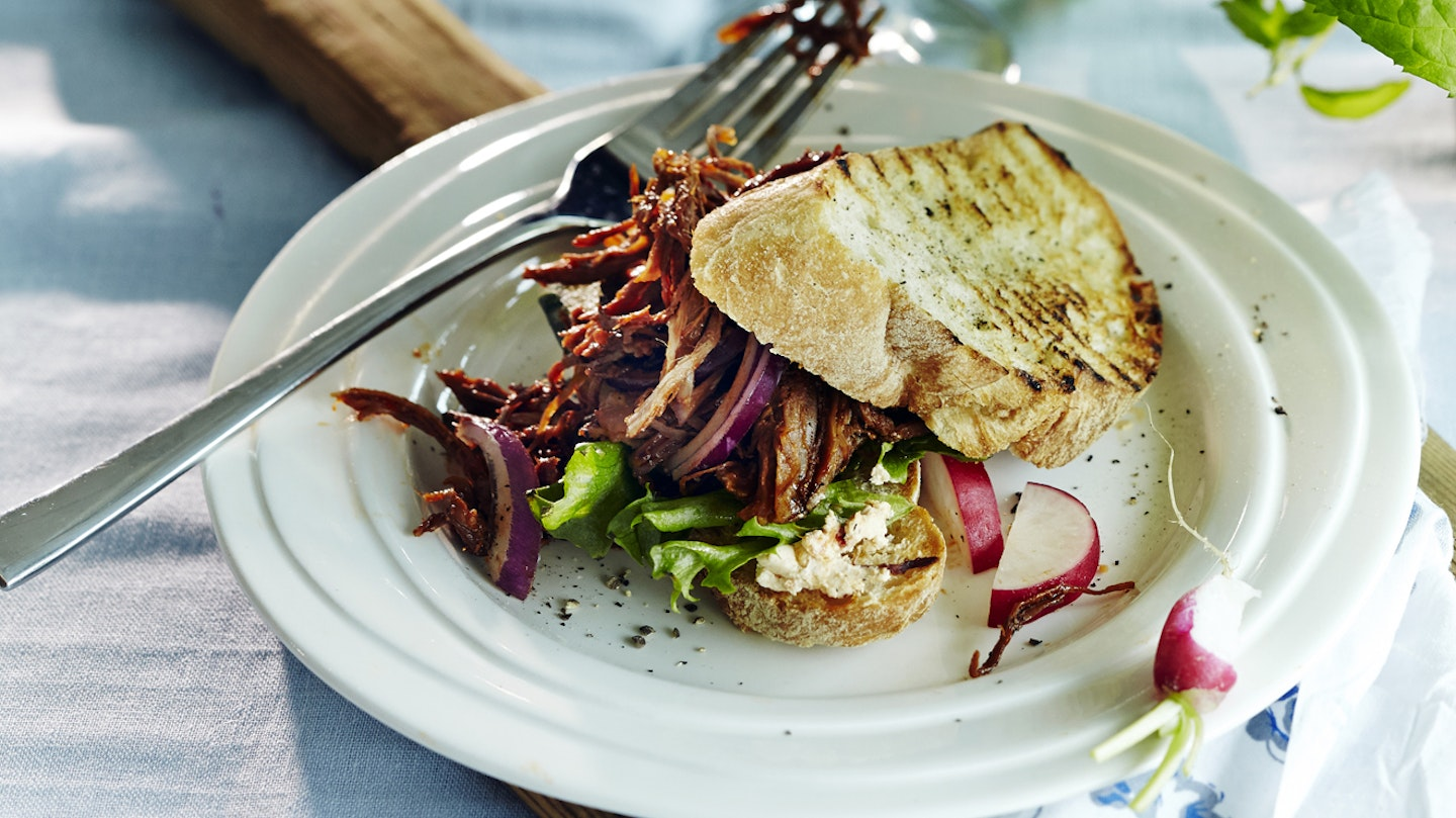 Helppo pulled pork eli revitty possu