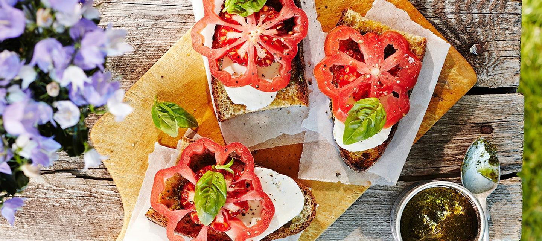 Tomaatti-mozzarellaleivät