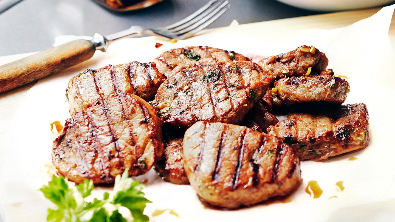Porsaan sisäfileepihvit grillissä