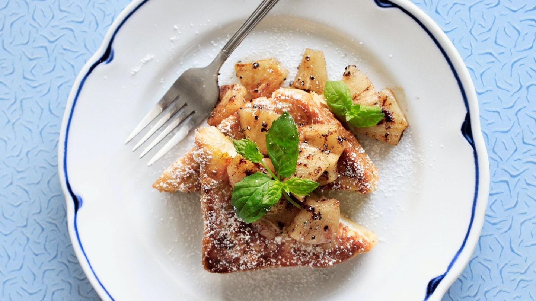 Täytetyt sitruunaritarit ja paistetut ananakset