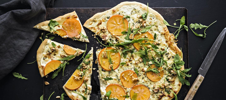 Valkoinen persimonpizza