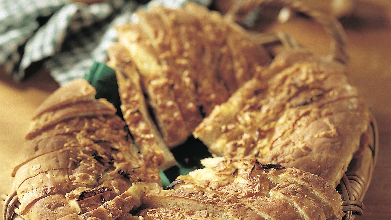 Sipuli-juustoleipä