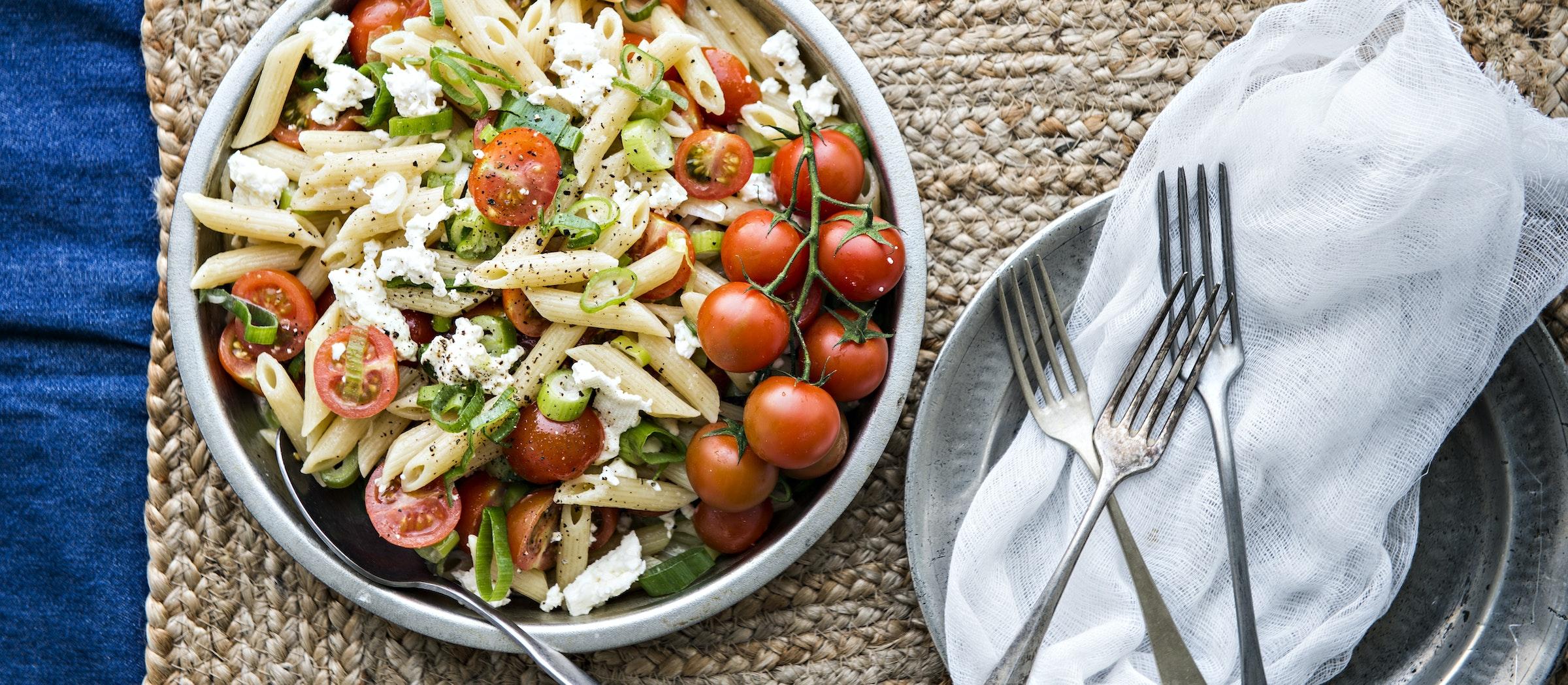 Kesäsipuli-tomaattipasta   Pääruoat   Reseptit – K-Ruoka