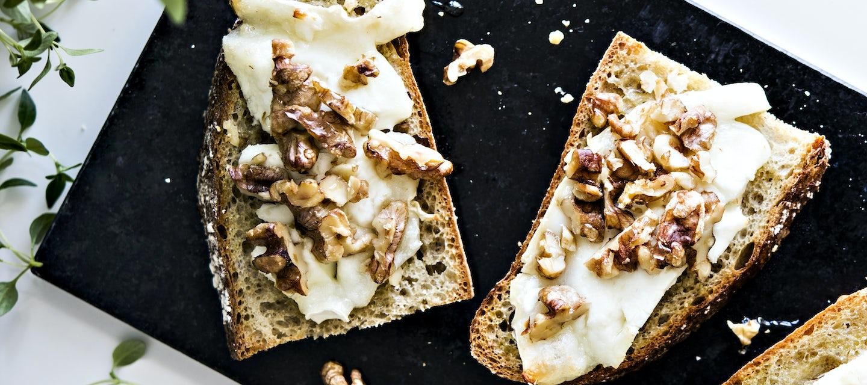 Vuohenjuusto-pähkinäleivät
