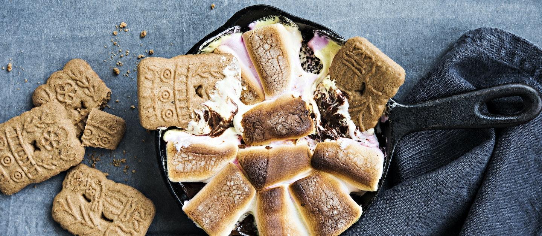 Paahdettu vaahtokarkki-suklaadippi eli S`mores dippi
