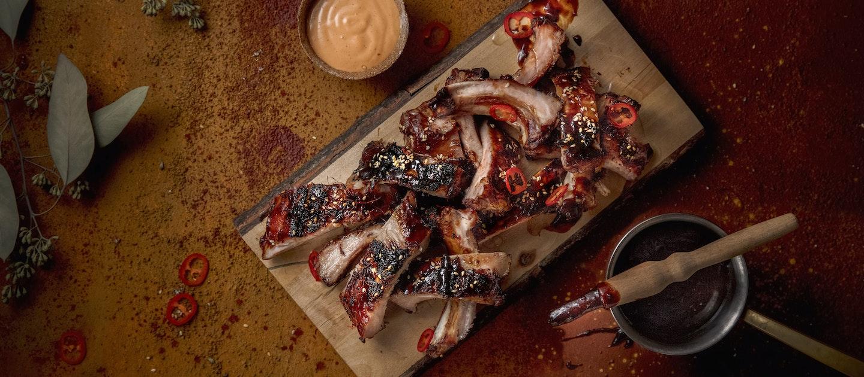 Savustetut BBQ-ribsit