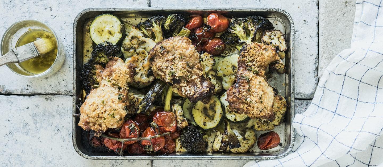 Parmesaanikuorrutettu kana ja harissakasvikset