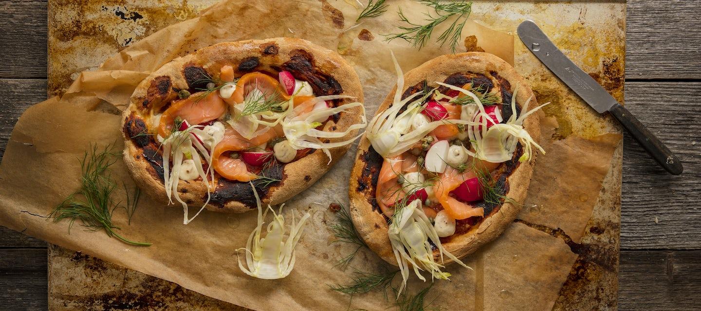 Kylmäsavulohi-fenkolipizza
